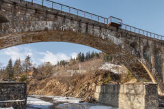 De oude brug van de steenspoorweg, de winter Royalty-vrije Stock Afbeeldingen