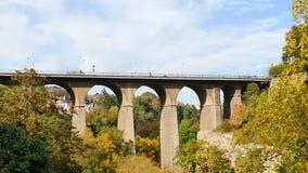 De oude brug van Luxemburg stock video