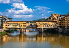 De oude Brug van Pontevecchio in Florence, Toscanië stock afbeelding