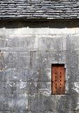 De oude buitenkant van het steenhuis Stock Foto's