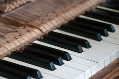 De oude close-up van pianosleutels royalty-vrije stock foto's