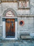 De oude deur stock afbeelding