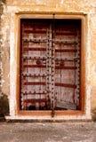 De oude deur stock afbeeldingen