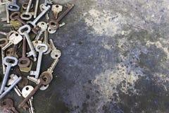De oude deur sluit rustieke achtergrond Stock Fotografie