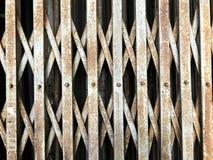 De oude deur van de staalrek stock foto