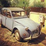 De oude die auto van Citroën 2cv in Frankrijk wordt gemaakt Stock Foto