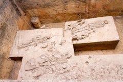 De oude die beenderen in de archeologische plaats en Dvaravati van Khonkaen worden ontgraven hebben 3000 Éénjarigen Stock Afbeeldingen