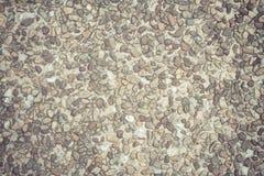 De oude die oppervlakte van de cementvloer met stenen wordt behandeld Stock Afbeelding