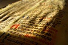 De oude document middeleeuwse tijden van ceremoniewoorden Royalty-vrije Stock Afbeeldingen