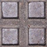 De oude donkere textuur van het metaalmangat met vierkant patroon, macro, selectieve nadruk als achtergrond Stock Foto's
