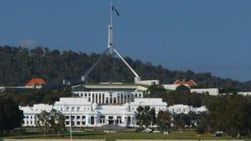 De oude en nieuwe het parlementshuizen in Canberra stock video
