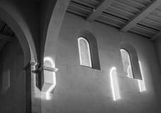 De oude en oude vensters in een ruimte Royalty-vrije Stock Afbeeldingen