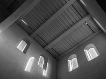 De oude en oude vensters in een ruimte Stock Fotografie