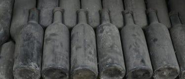 De oude Flessen van de Wijn Stock Afbeeldingen