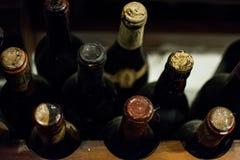 De oude Flessen van de Wijn royalty-vrije stock foto
