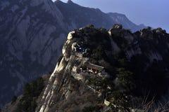 De oude gebouwen langs de bovenkant van de berg Stock Foto's