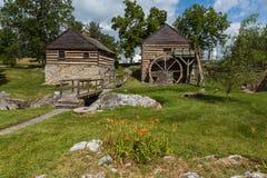 De oude gebouwen van de logboekmolen Royalty-vrije Stock Afbeeldingen