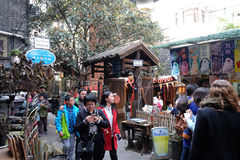 De oude gebouwen van de stijl koloniale era in het Xintiandi-district, beroemde toeristische attractie in Shanghai royalty-vrije stock foto's