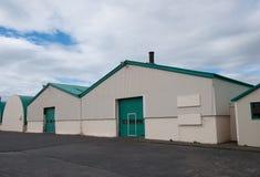 De oude gebouwen van de vissenverwerking in Hofn IJsland royalty-vrije stock foto's
