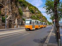 De oude gele tram in Boedapest Stock Foto's