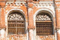 De oude geruïneerde bouw stock afbeeldingen