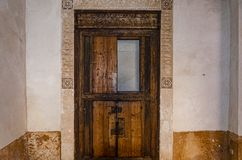 De oude gravure van de stijl Arabische deur Marrakech Marokko stock foto