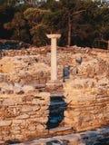 De oude Griekse beschavingsruïnes bij de marmeren haven van Aliki in centraal Thasos-Eiland, Griekenland royalty-vrije stock afbeeldingen