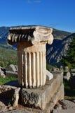 De oude Griekse kolom in Delphi, Griekenland royalty-vrije stock afbeelding