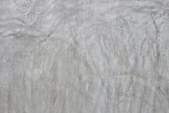 De oude grijze muur brak Beton Stock Afbeelding