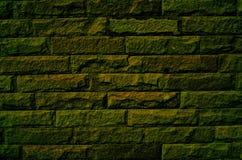De oude groene bakstenen muur als achtergrond Stock Afbeeldingen