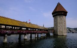 De oude brug van Luzern Zwitserland stock foto's