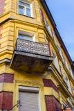 De oude, historische woningen huisvesten in Krakau, Polen Stock Afbeelding