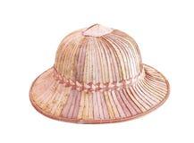 De oude hoed maakte van geweven droog die palmblad op witte achtergrond, rieten mandambachten wordt geïsoleerd royalty-vrije stock foto