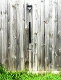 De Oude hooivork op houten achtergrond Stock Foto
