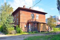 De oude houten bouw in het centrale deel van Vologda Stock Afbeeldingen