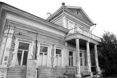De oude houten bouw in het centrale deel van Vologda Royalty-vrije Stock Fotografie
