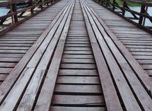 De oude houten brug Stock Foto's