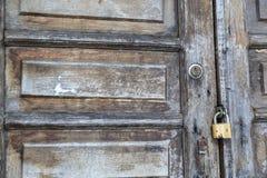 De oude houten deur royalty-vrije stock fotografie