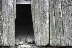 De oude Houten Muur van de Schuur met Ontbrekende Raad Barnwood Stock Foto's