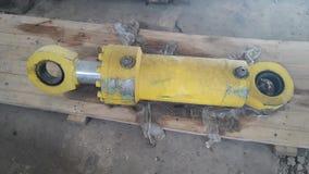 De oude hydraulische cilinder neemt machine royalty-vrije stock afbeelding