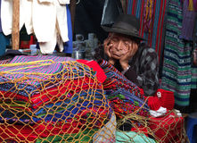 De oude Indische verkoper slaapt. Royalty-vrije Stock Foto