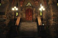 De oude Ingang van de Baksteen bij Nacht Stock Afbeelding