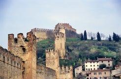 De oude Italiaanse Ommuurde Stad, Soave stock afbeeldingen