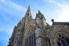 De oude kerk in de stadscentrum van Birmingham in zonsopgang Stock Foto's