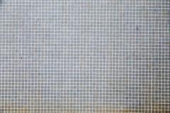 De oude kleine achtergrond van de tegelsmuur Stock Foto