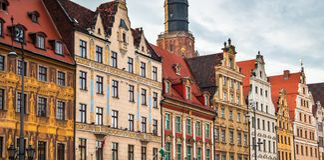 De oude kleurrijke gebouwen op een markt regelen rynek in een oude stad Wroclaw royalty-vrije stock fotografie