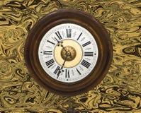 De oude klok van de brievenbestellermuur Royalty-vrije Stock Foto's