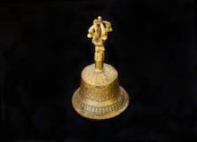 De oude klokken van koper voor godsdienstige en geestelijke ceremonies stock afbeeldingen
