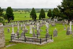 De oude kloosterstad van Clonmacnoise in Ierland stock afbeeldingen