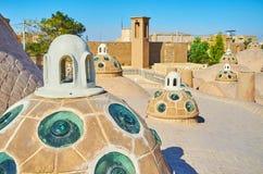 De oude koepels van Qasemi-Bathhouse, Kashan, Iran royalty-vrije stock afbeelding